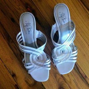 Lifestride Soft System White Metallic Sandals